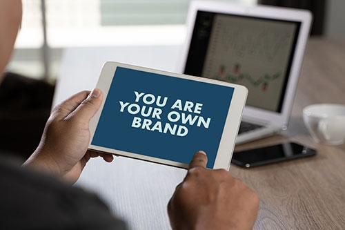 ESTRATEGIA DE COMUNICACIÓN EN REDES SOCIALES: SOCIAL MEDIA PLAN